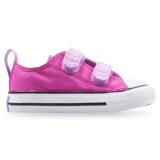 The All Star Low Infants from Converse takes the essential look and feel of the timeless sneaker and...