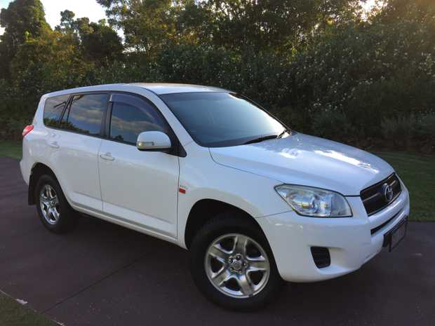 WHITE 4 X 2 AUTO Rego Jan 2020, 4 new tyres,  4 cyl petrol