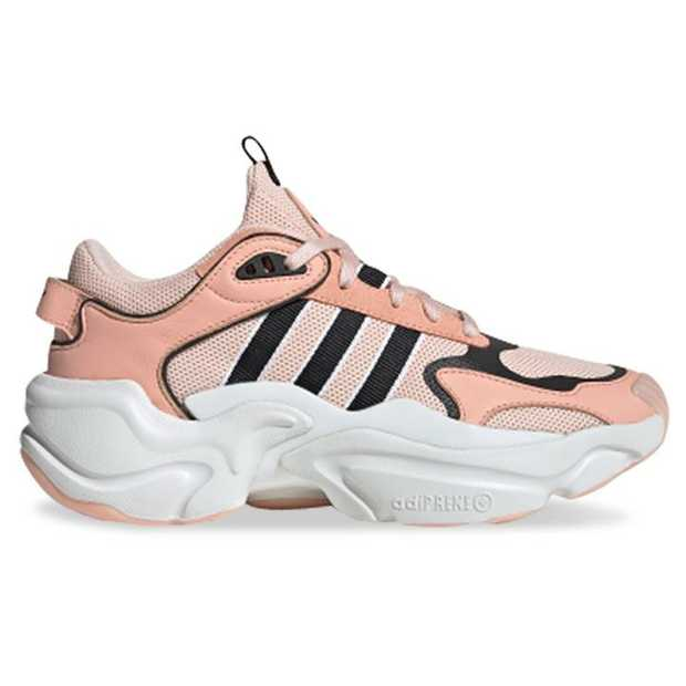 Inspired by '90s fashion adidas' Magmur runner is all kinds of sporty and chic. Featuring a wavy...
