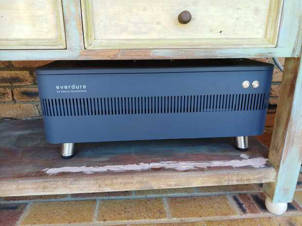 Heston Blumenthal Evendure Fusion Electric Ignition Charcoal BBQ  Like New in excellent condition.