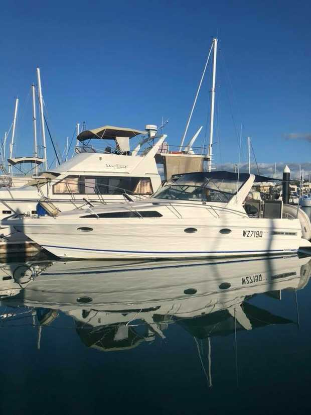 Reef Boat Mustang    3200 wide body, diesel, 360L fridge/freezer, drum winch, brand new tender...