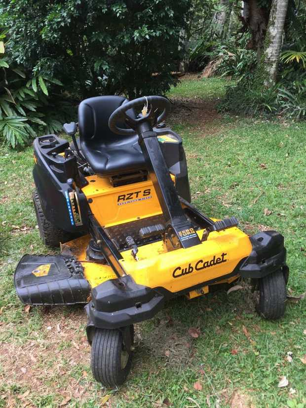 Cub Cadet RZTS 46 FAB SD  Great condition.  Purchased new, August 2018.  Minimal usage.  Warranty has 2...