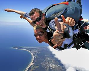 Jump from up to 15,000ft and have up to 60 seconds of freefall over the spectacular coastline of Byron...