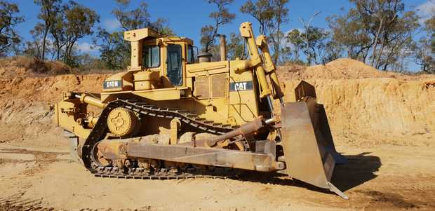 Cat10N bulldozer with ROPS Air cab and single Tyne ripper.    