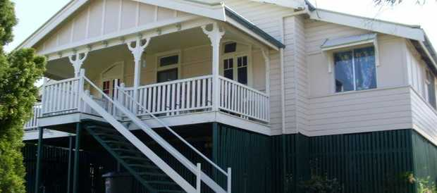 high set Queenslander ,  directly across from primary school, would do up brilliantly , needs new...