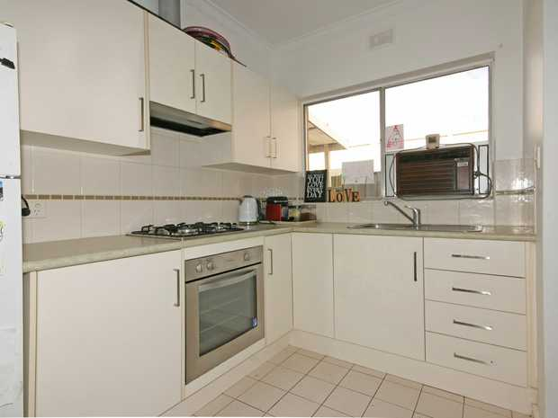 1) Glengowrie 2/1 William St - OPEN Sat 14/9  1.30pm - 2.30pm  