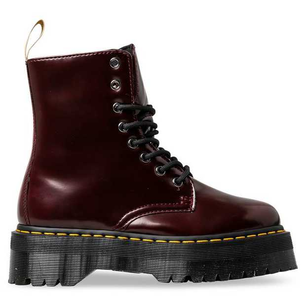 Picking up on the 1980s Rewind theme, the Quad Retro Jadon boot boldly perches a classic upper atop a...
