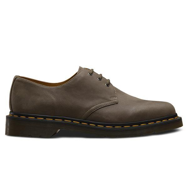 The 1461 from Dr. Martens is the British label's classic 3 eye derby. This latest colourway is made...