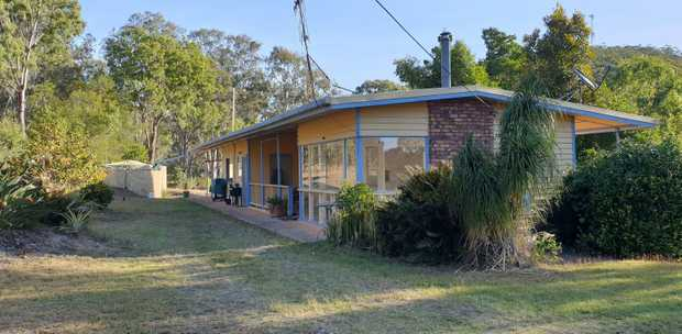 3 Bedroom Cottage 9.4 acs!
