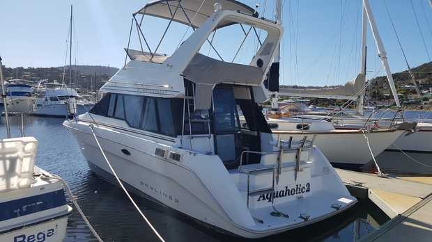 Bayliner 3058   Twin late model Cummins 200hp diesels,   6 berths, many extras   Priced to sell...