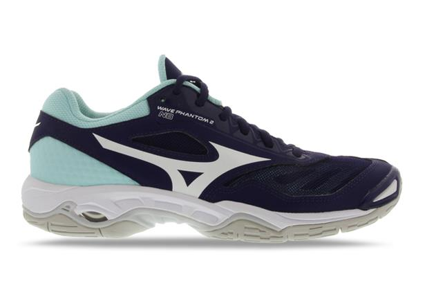 The superbly aggressive Mizuno Wave Phantom 2 netball shoe provides players with a neutral platform and...
