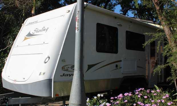 2009 19ft Jayco Stirling caravan   Ensuite + external shower, rev cycle A/C, island queen bed, gas...