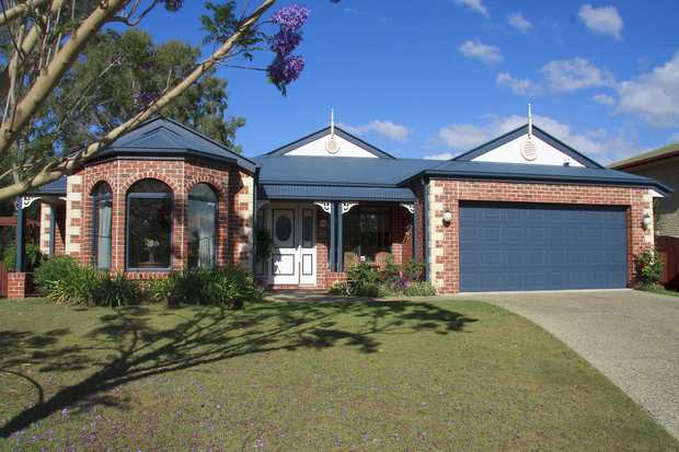 BRISBANE   -------   $850 pw Riverfront fully furnished executive home   16km south-west of...