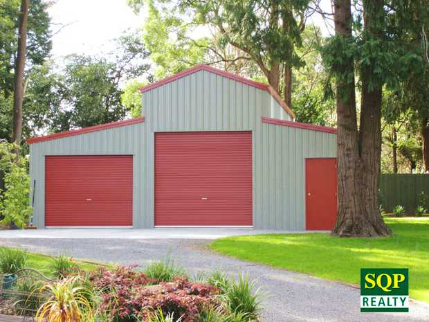 American Barn-2.4acs! Tin Can Bay Hint.