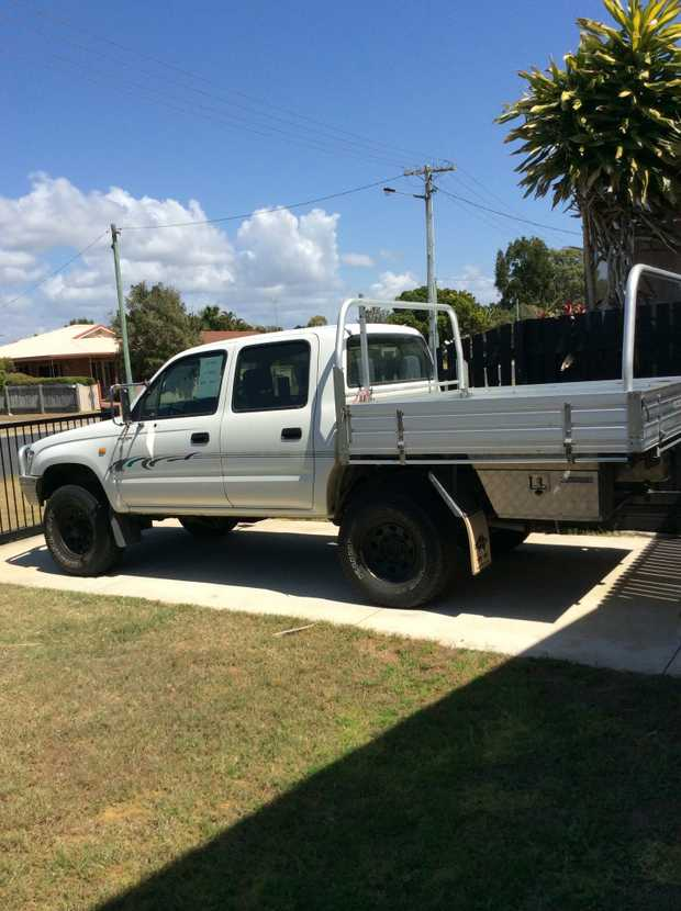 1998 Hilux Twin Cab 2.7 petrol, alum tray and bulbar, side toolboxes good straight vehicle, no rust...