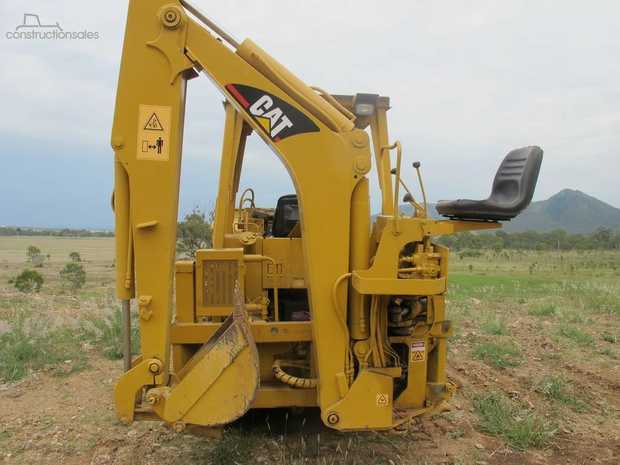 Cat 933  can be used as a Loader, Dozer or backhoe. Runs on metal tracks. Front end loader with 3 in 1...