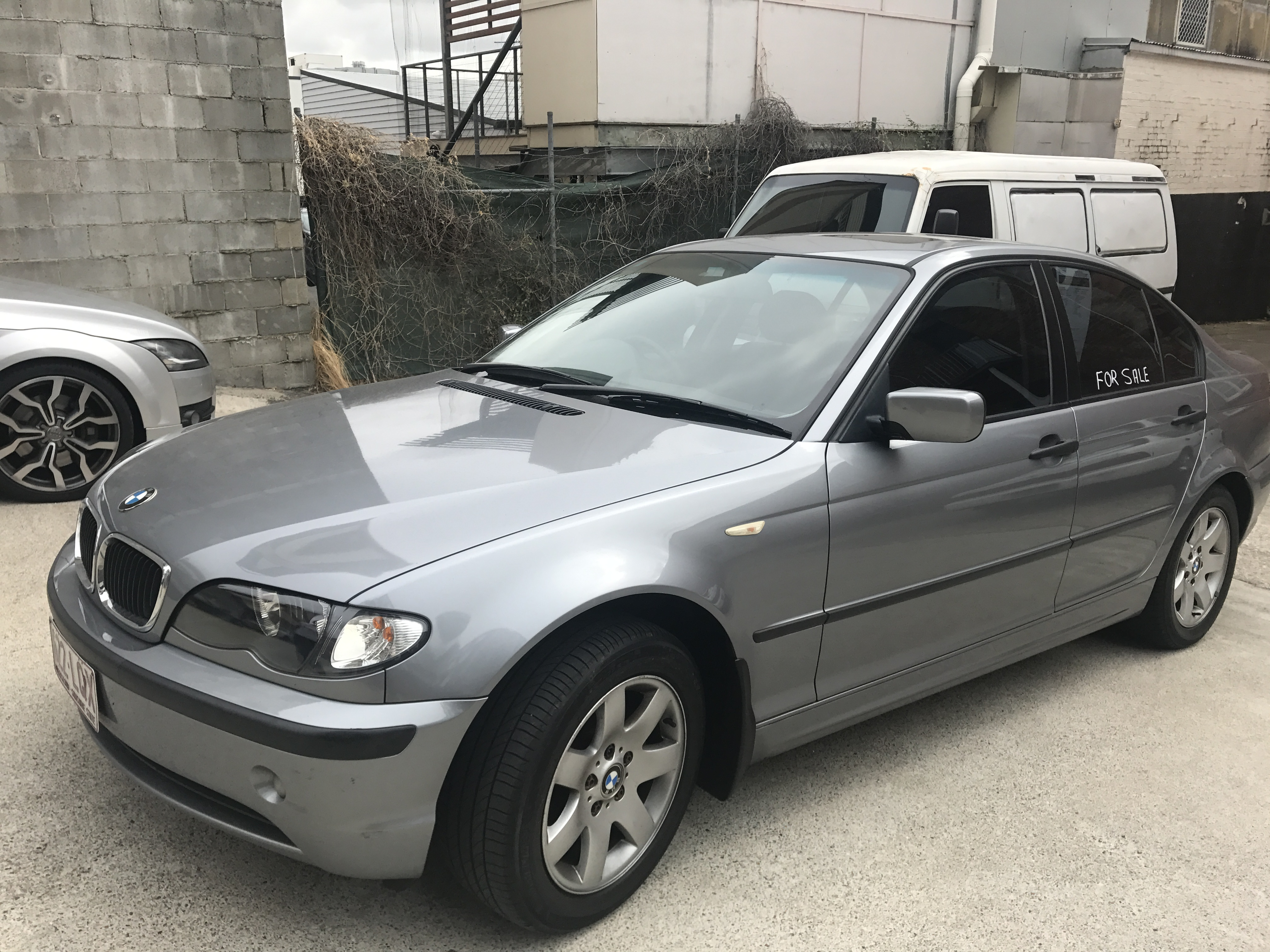 BMW 318i 2005   Auto, 4 Door, German Engineering. Electric Sunroof, Low Mileage, Leather Upholstery...