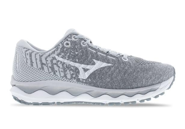 The Wave Sky 3 Waveknit provides luxurious comfort ensuring maximum cushioning whilst combining XPOP PU...