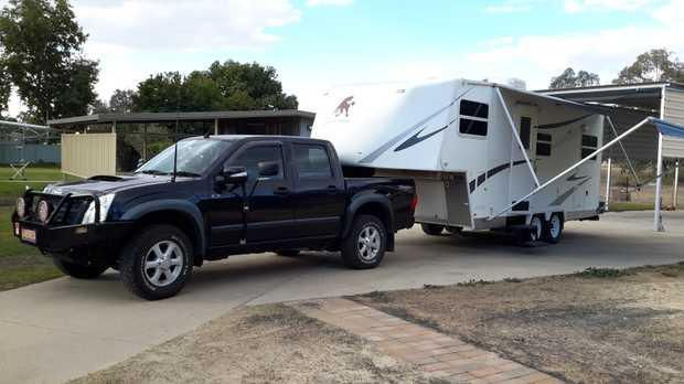 2009 Isuzu DMax/2009 Cut Loose 6.8M 5th wheel  with 1 slideout..self contained.