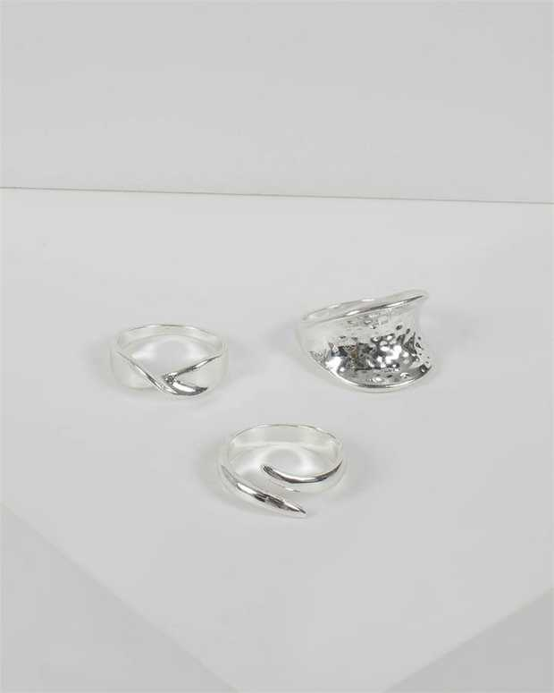 Part of our Classic Silver collection Make a fashion statement with our stunning rings. This set of 3...