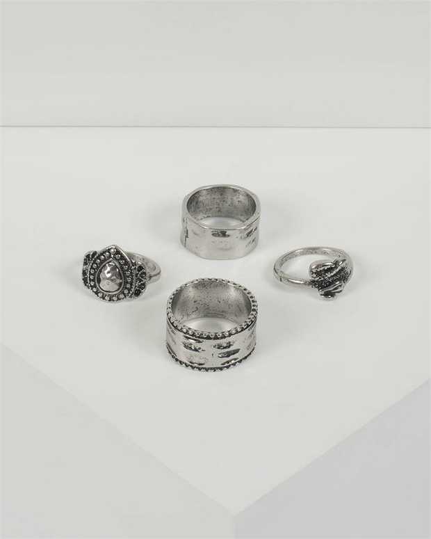 Part of our Classic Silver collection Make a fashion statement with our stunning rings. This set of 4...