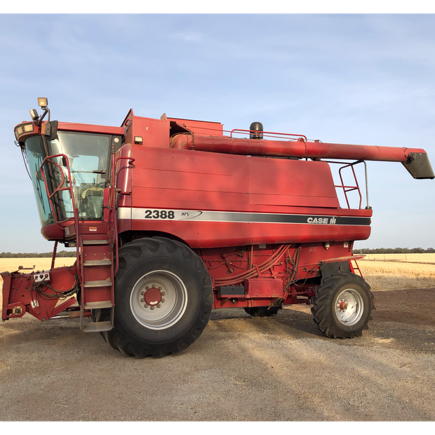 CASE 2388 HEADER WITH 30 FOOT 1010 FRONT & LEITH TRAILORIN GOOD CONDITION$47,000 INCPH...