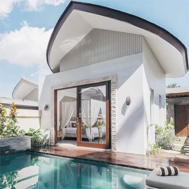 Escape it all in a romantic private pool villa amidst the rice paddies and tropical jungle of Ubud...