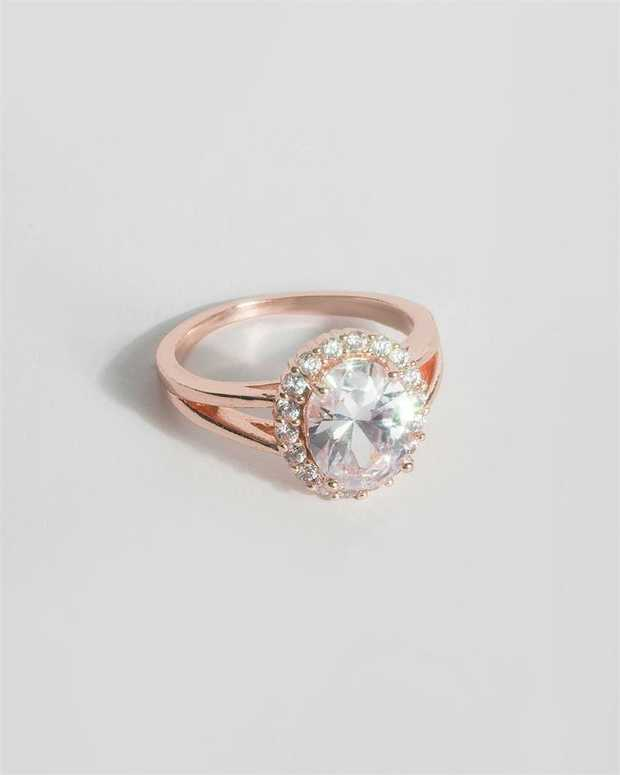 Part of our Cubic Zirconia collection Make a fashion statement with our stunning rings. This oval...