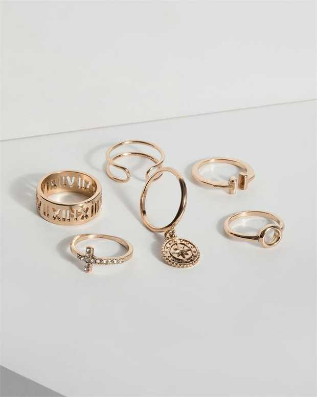 Part of our Desert Sands collection Make a fashion statement with our stunning rings. This pack of 6...
