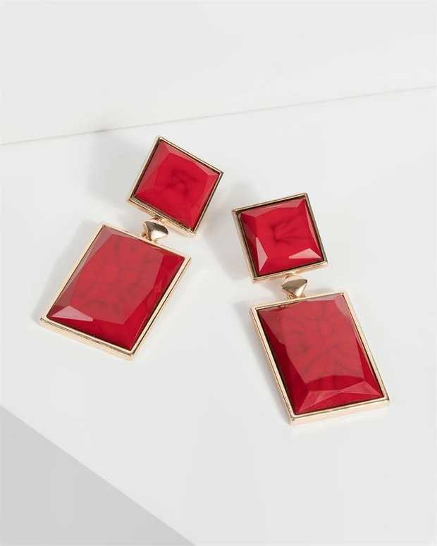Part of our Comin in Hot collection Make a fashion statement with our gorgeous earrings. This red drop...