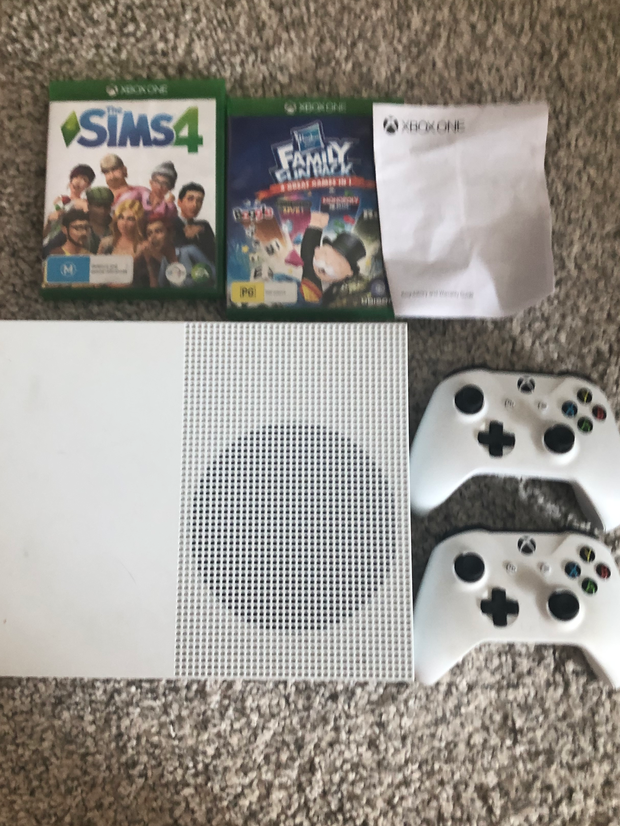 Xbox One S2 games and 2 game controllers