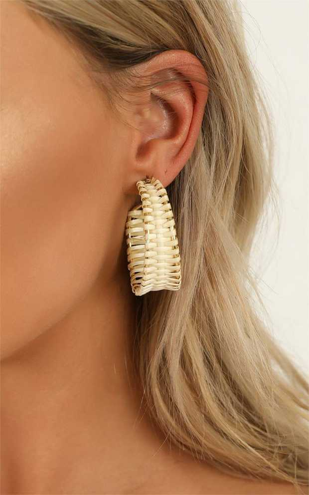 The 'Have It All' earrings in natural are the stud earrings of the season! Featuring gold hardware...