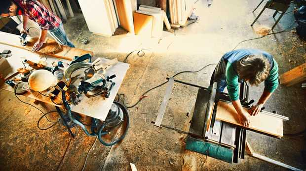 QUALIFIED CARPENTERS REQUIRED