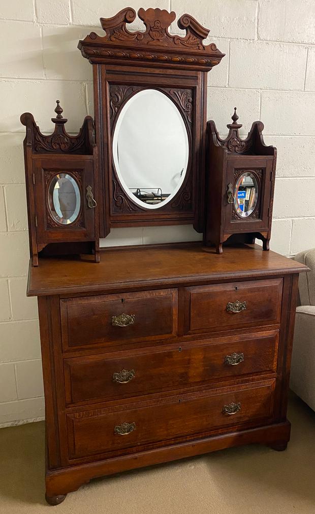 Beautiful Antique Silky Oak DresserVintage - Drawers - Dressing Table - TallboyL: 1060mm W: 460mm...