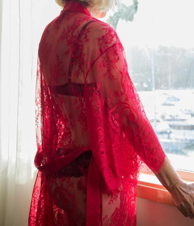 Mature Aussie Lady    Slim,  Sexy,  Sensual Massage & More  At CURL CURL