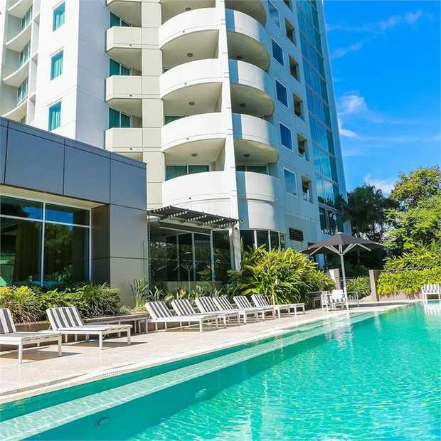 Experience a stylish city escape at The Point Brisbane Hotel in the ever-popular Kangaroo Point...