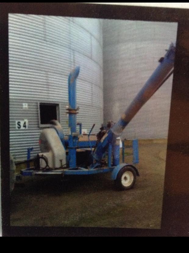 Grain Vac Brandt 5200ex   Under 500 hours worked   12 metres 7 inch hose 3 metre 5 inch hose + 3...