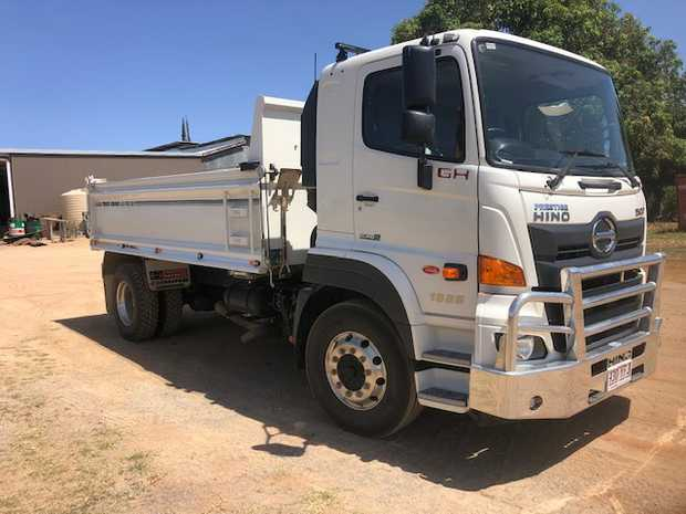 2018 HINO TIPPER   