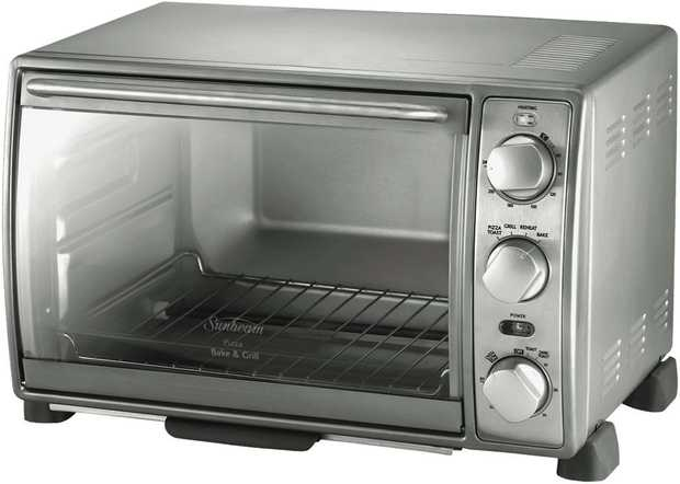 This benchtop Sunbeam toaster oven's toast, pizza, bake, reheat, and grill settings help you cook a...