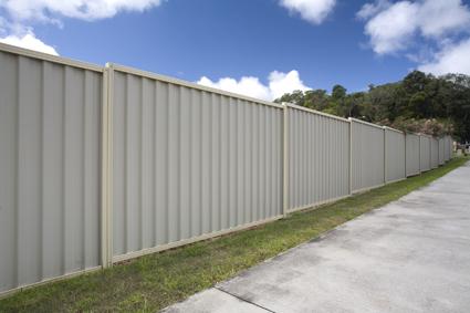 Colourbond Fencing and Gates Repairs    Phone Ken Lic 16405c