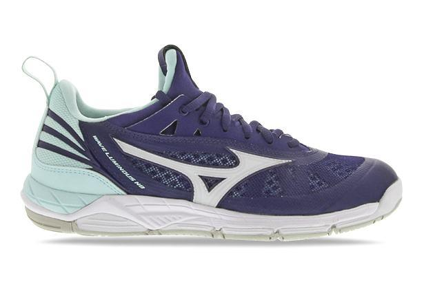 A hybrid netball shoe that combines a superior running like feel and the required amount of stability...