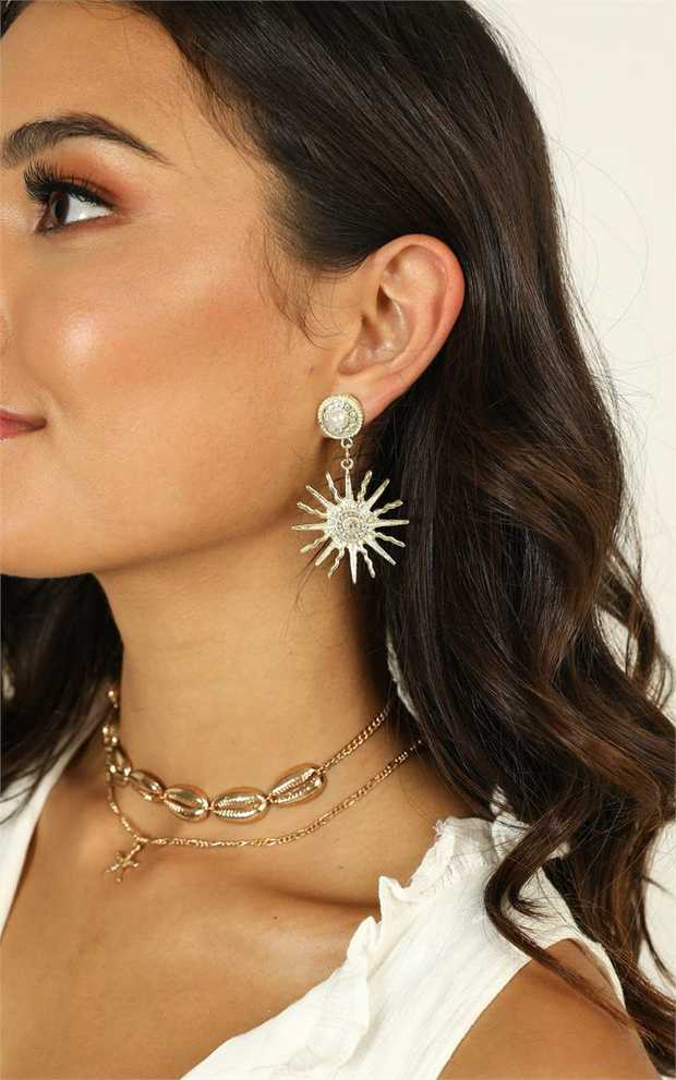 You will love these drop earrings! They are super versatile, so you can pair them with any outfit!