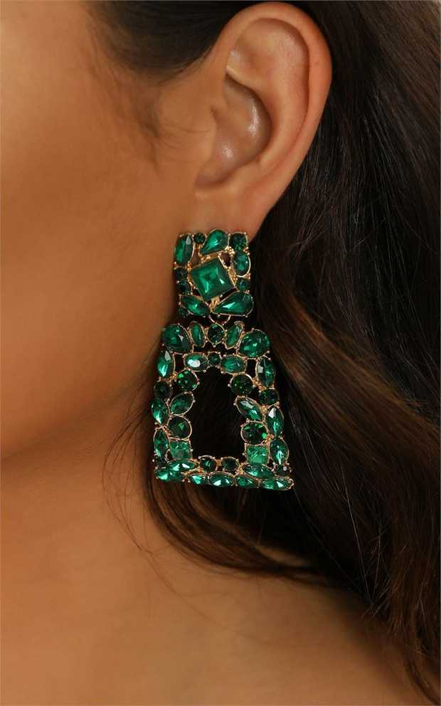 The 'Wanna Go Out' earrings in emerald are the stud earring of the season! Featuring rose gold...