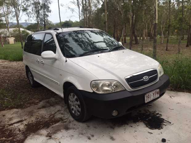 KIA CARNIVAL LS 7 SEATER 05