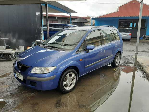 5 dr wagon/hatch,   Cold aircon, cruise, 5sp, Logbook, lady owner,   new Brakes, only...