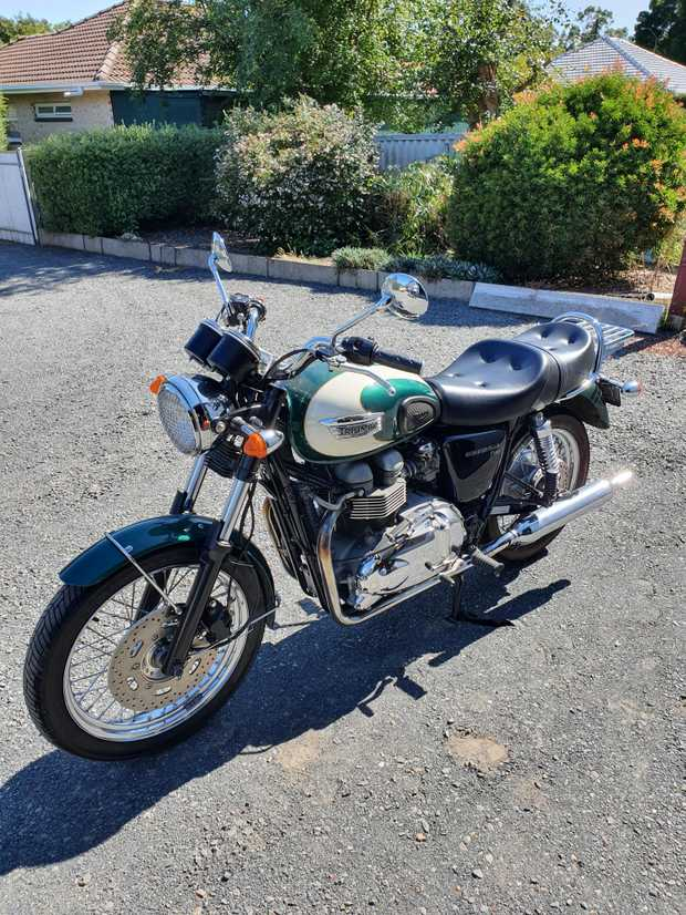 TRIUMPH Bonneville 2007 - 865 cc;