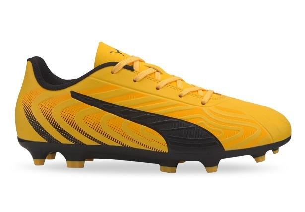 Showcase your impeccable precision with the PUMA ONE 20.4 Junior Football boots. The soft synthetic...