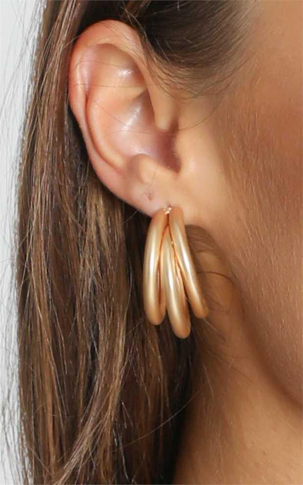 Show off your style with the Loop Me in Earrings in gold! Featuring gold hardware, these hoop earring...