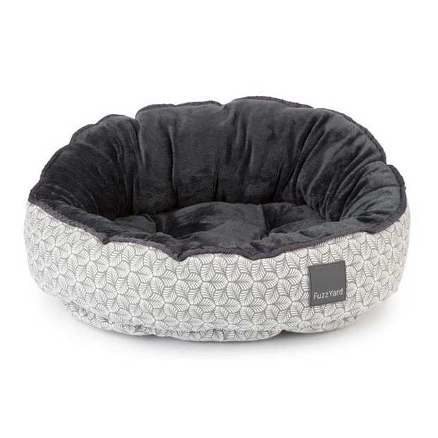 Delight your dog with the FuzzYard Dog Bed Fandango Grey. Filled with FuzzYards special feather soft...