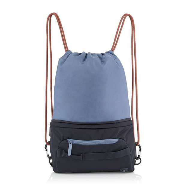 Take your pick: this smart shape-shifter can be a waistpack or a squid backpack. Perfect for a change...